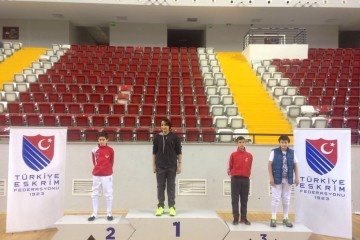Deniz Ali Özgen'den Okullararası Türkiye Şampiyosı'nda Altın Madalya